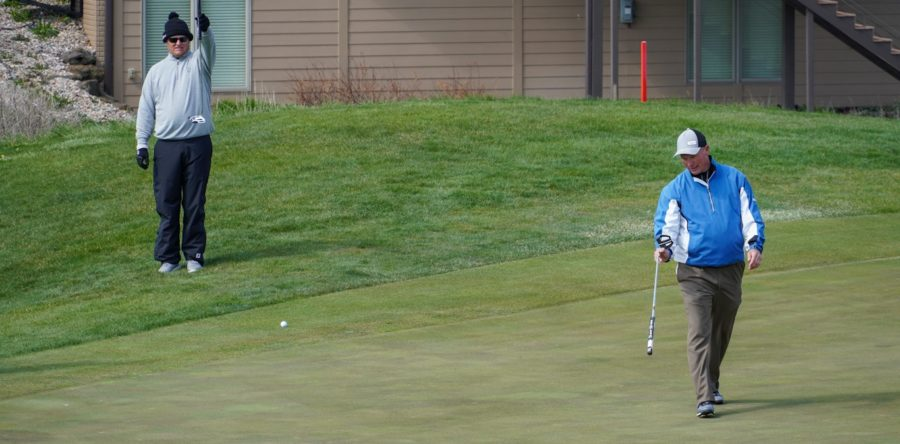Brueggemanns and Minzel/Moore Tied for Lead